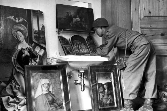 monuments-man-leaning-over-recovered-painting